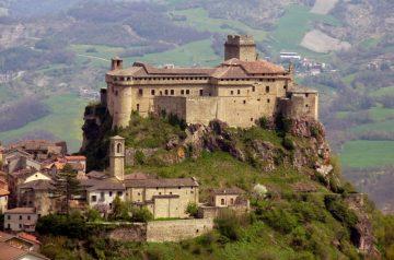Bardi pilis, Italija