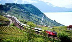 Traukiniu tarp Alpių ežerų