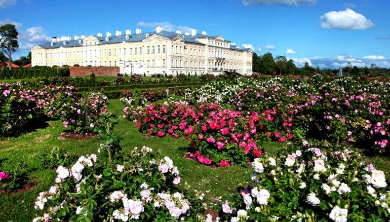Rundalės pilies gėlynai, Latvija