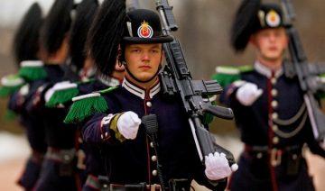 Oslas, sargyba prie Karališkųjų rūmų