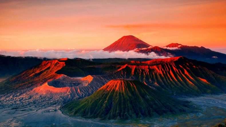 Bromo ugnikalnis, Indonezija