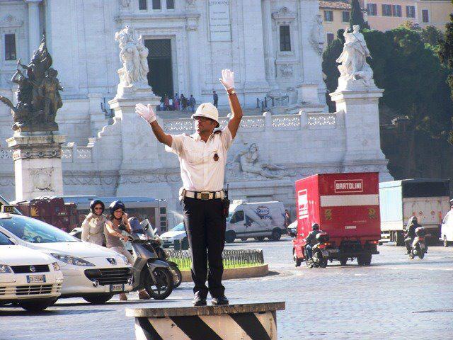 Eismo reguliuotojas, Roma. Viltės G. nuotrauka