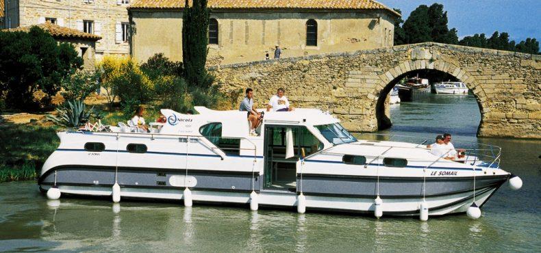 Kruizai upėmis su laivukais