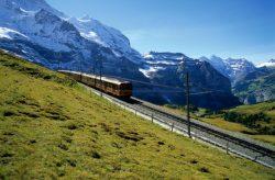 Traukiniu po Alpių viršūnes