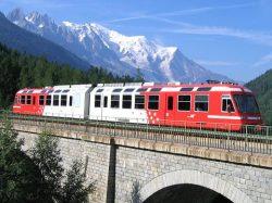 Traukiniu po Alpių viršūnes Mont Blank